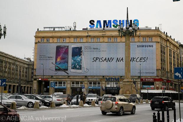 Nielegalna reklama Samsung na hotelu MDM przy pl. Konstytucji