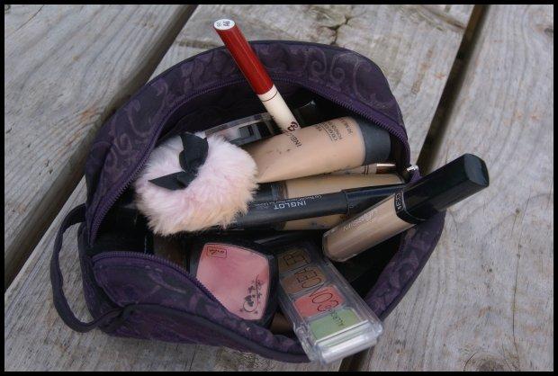 Od nadmiaru kosmetyków w kosmetyczce głowa nie boli... (Fot.ML)