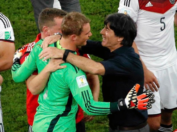 Germany's coach Joachim Loew celebrates with Germany's goalkeeper Manuel Neuer after winning their 2014 World Cup final against Argentina at the Maracana stadium in Rio de Janeiro July 13, 2014. REUTERS/Fabrizio Bensch (BRAZIL  - Tags: SOCCER SPORT WORLD CUP)   SLOWA KLUCZOWE: :rel:d:bm:TB3EA7D1OXTL4