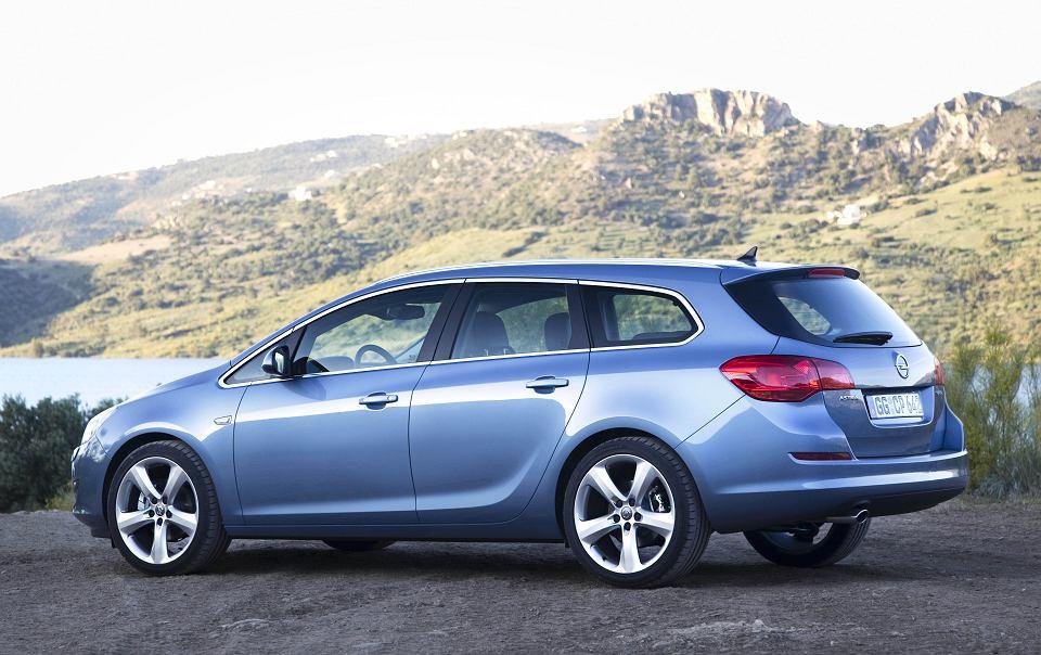 Bardzo dobra Opel Astra IV (2009-2015) - opinie Moto.pl NR37