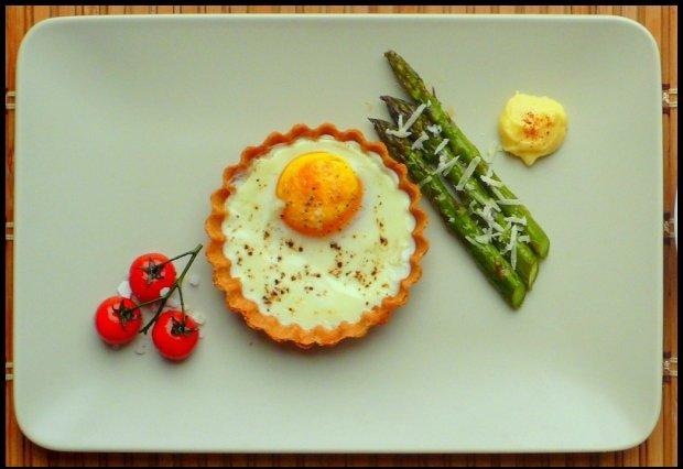 Jaja ze szparagiem / fot. Dominik Bazyluk