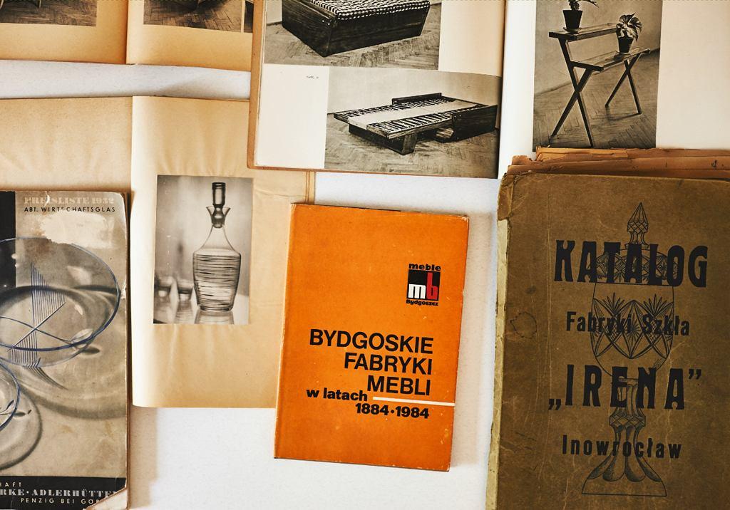 Katalogi różnych fabryk z lat 1932-84 z archiwum autorki (fot. Max Zieliński)
