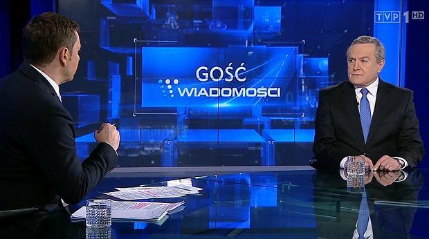 https://bi.gazeta.pl/im/cb/10/14/z21039563Q,Minister-Glinski-w-studio--Wiadomosci-.jpg