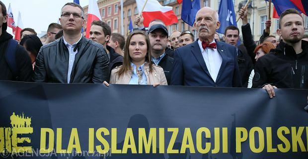 Janusz Korwin-Mikke podczas demonstranci przeciwko przyjęciu imigrantów do Polski