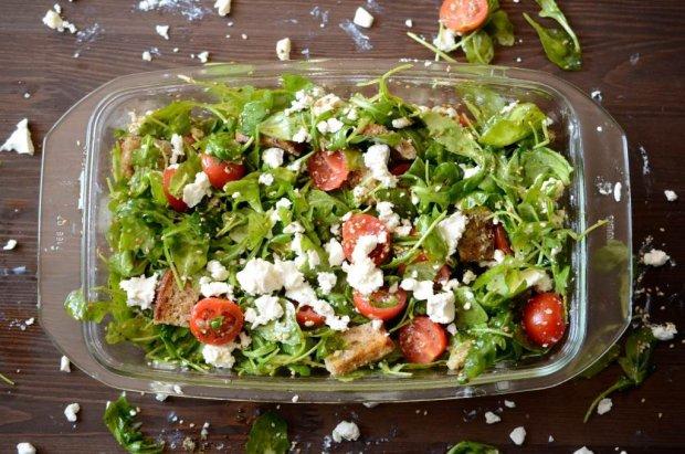 Przepis na salatke z rukola znajdziemy w najnowszej ksiazce Julity Bator