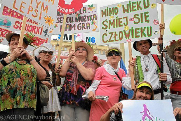 28.06.2014 Warszawa . Parada Seniorow . Fot. Przemek Wierzchowski / Agencja Gazeta SLOWA KLUCZOWE: senior seniorzy /FR/