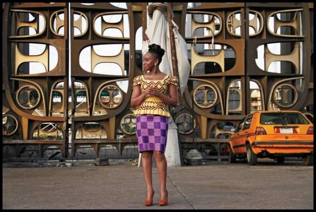 Chimamanda Ngozi Adichie, pasjonatka mody (źródło www.elle.com)