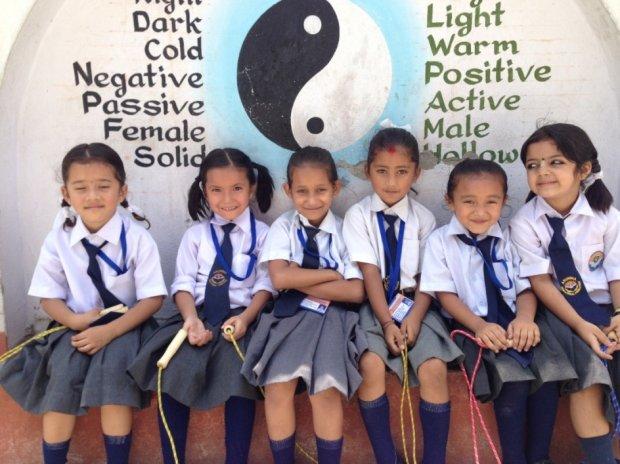 Grupa dzieci z Nepalu