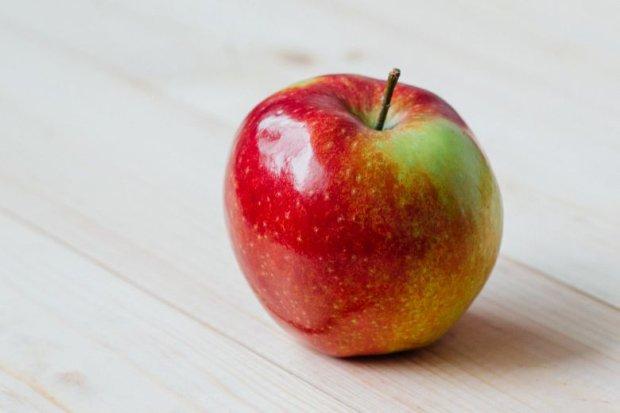 Gdyby tylko grzeszna Ewa wiedziała, jaki skarb ma w dłoni (fot. Pexels.com CC0)