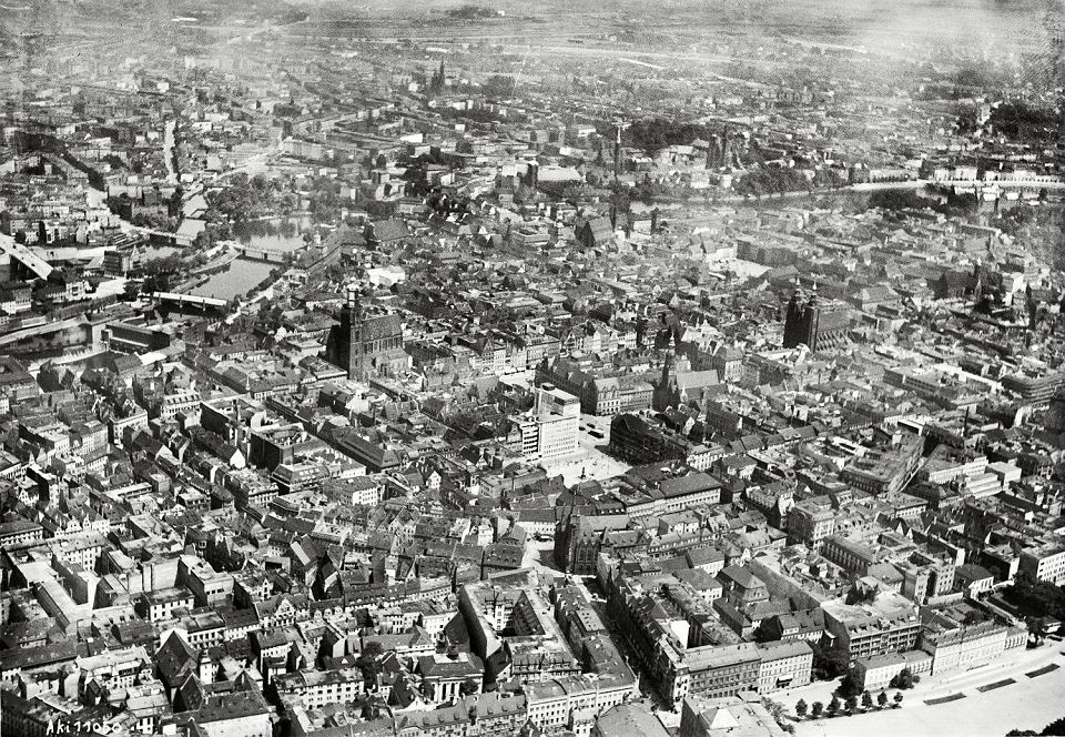 https://bi.gazeta.pl/im/e6/4c/16/z23380198V,Stare-Miasto-we-Wroclawiu-77-lat-temu.jpg