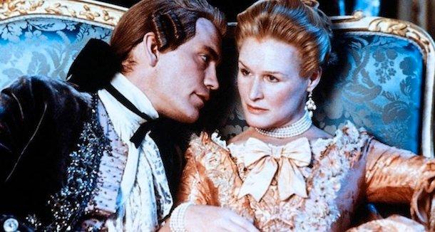 Glenn Close jako niebezpieczna markiza de Merteuil i John Malkovich jako Valmont