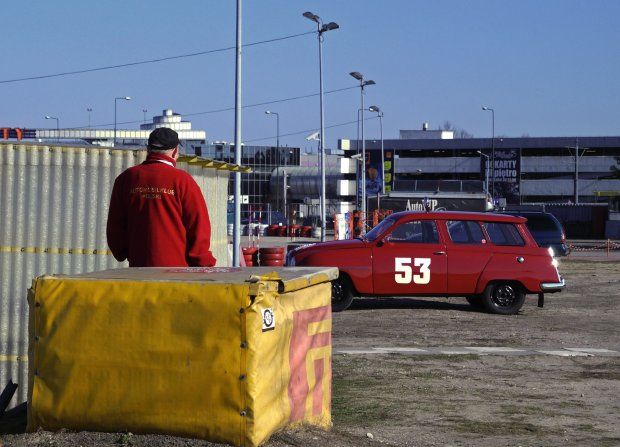 Auta, jakich próżno szukać na warszawskich ulicach i wspaniała atmosfera.