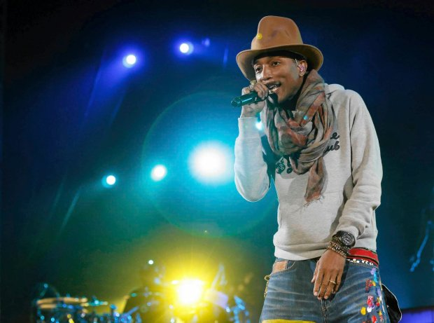 Pharrell Williams performs at the Coachella Valley Music and Arts Festival in Indio, California April 12, 2014.  Picture taken April 12, 2014. REUTERS/Mario Anzuoni  (UNITED STATES - Tags: ENTERTAINMENT) SLOWA KLUCZOWE: :rel:d:bm:GF2EA4D0PQ201