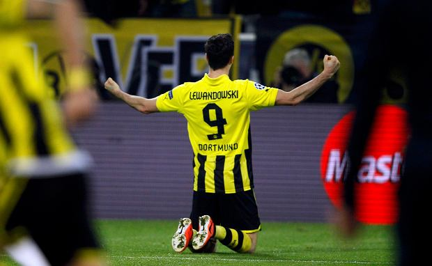 Borussia Dortmund's Robert Lewandowski celebrates after scoring a goal against Malaga during their Champions League quarter-final second leg soccer match, in the western German city of Dortmund April 9, 2013.                  REUTERS/Wolfgang Rattay (GERMANY  - Tags: SPORT SOCCER)