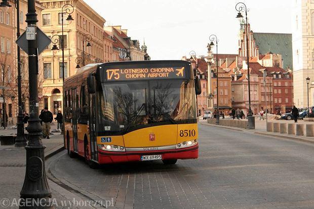 28.03.2013 Warszawa . Autobus ZTM linii 175  . Fot. Stefan Romanik / Agencja Gazeta ZDJĘCIE DO WKŁADKI: DLOWA Strony Lokalne Warszawa