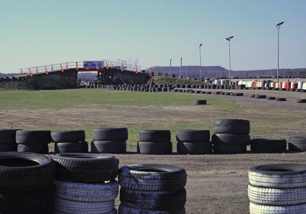 Zadania sportowe odbywały się na autodromie - marzenie każdego kierowcy.