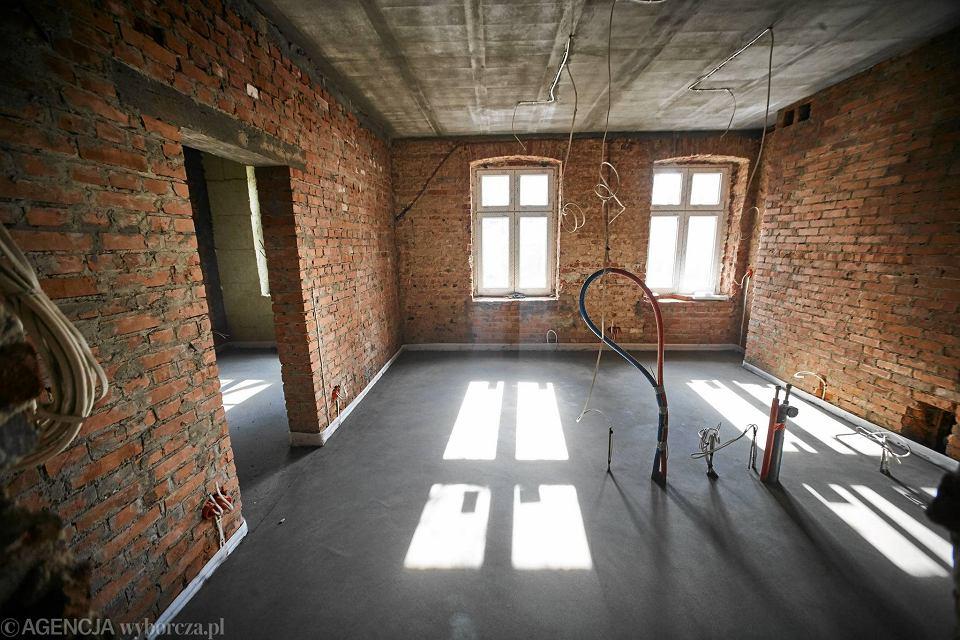 Aktualne Odbudowali drewniany dom z XIX w. Zobacz wnętrza [ZDJĘCIA SK55