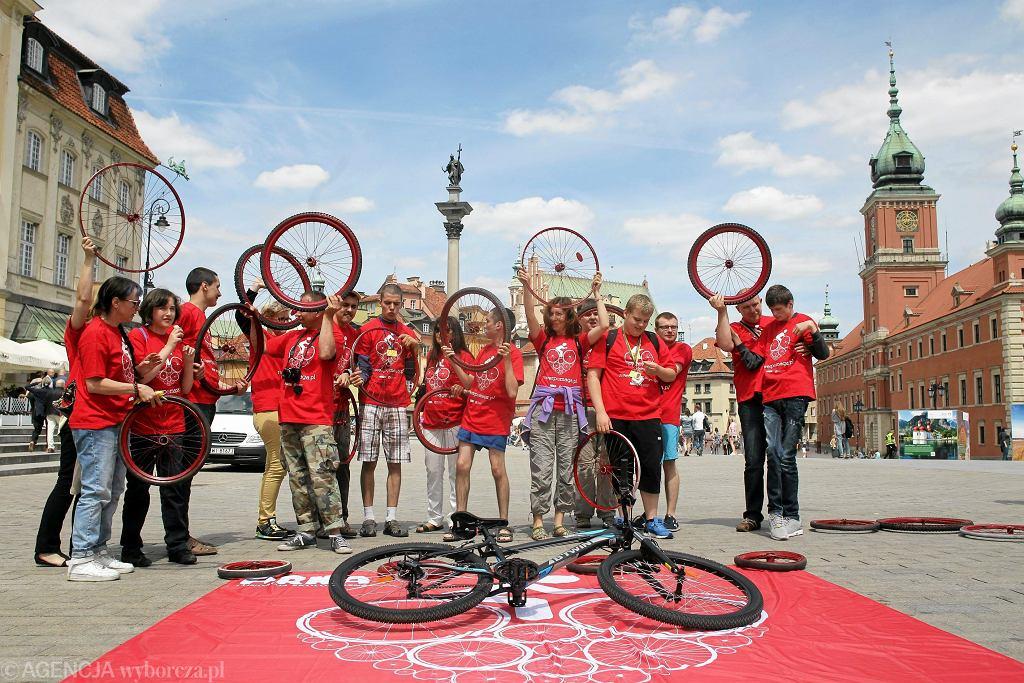 Cykliści podczas akcji edukacyjnej Fundacji Ekologicznej ARKA pod hasłem