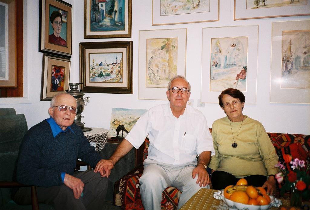 Prof. Skotnicki z Nachumem i Genią Manorami z Beer Szewy w Izraelu - uratowanymi przez Oskara Schindlera (fot. archiwum prywatne)